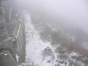 china-taishan5-snowing-foggy.jpg